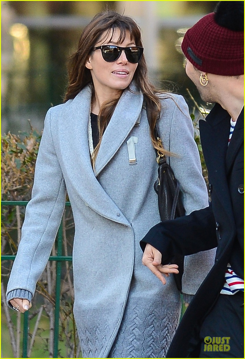 jessica biel post honeymoon smile in new york city 08