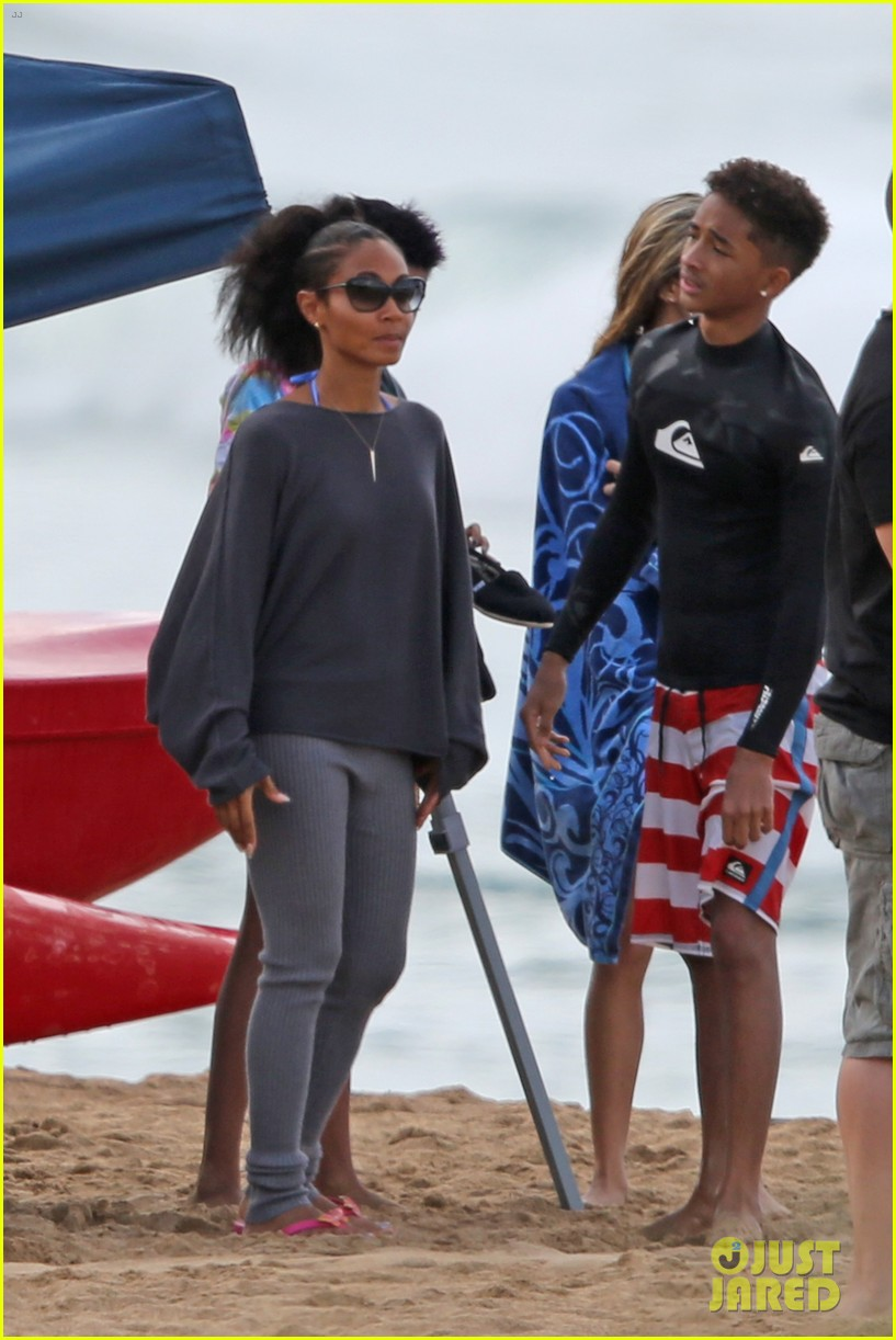 jaden willow smith hawaii beach fun with mom jada 03