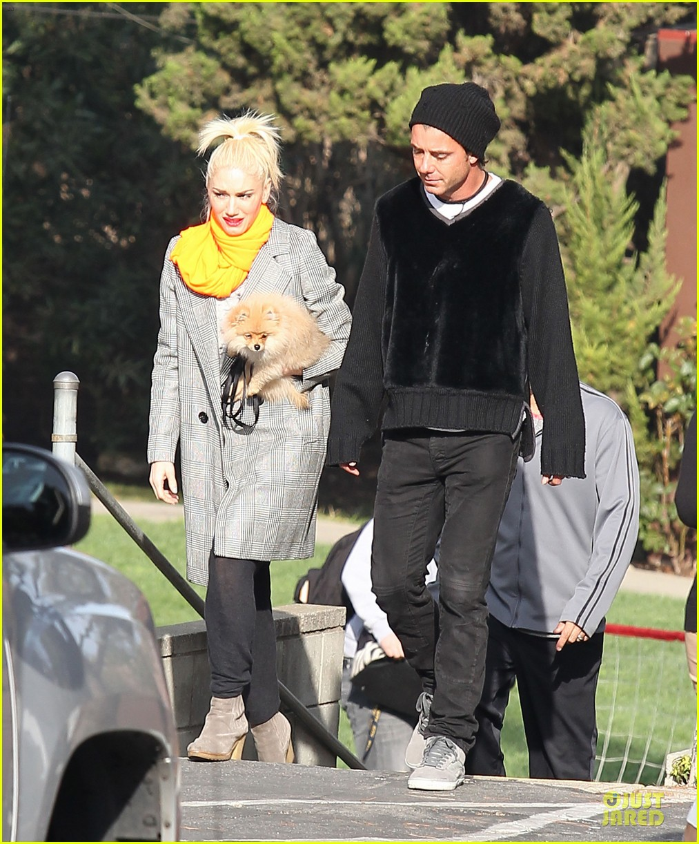 gwen stefani zumas school dropoff 01