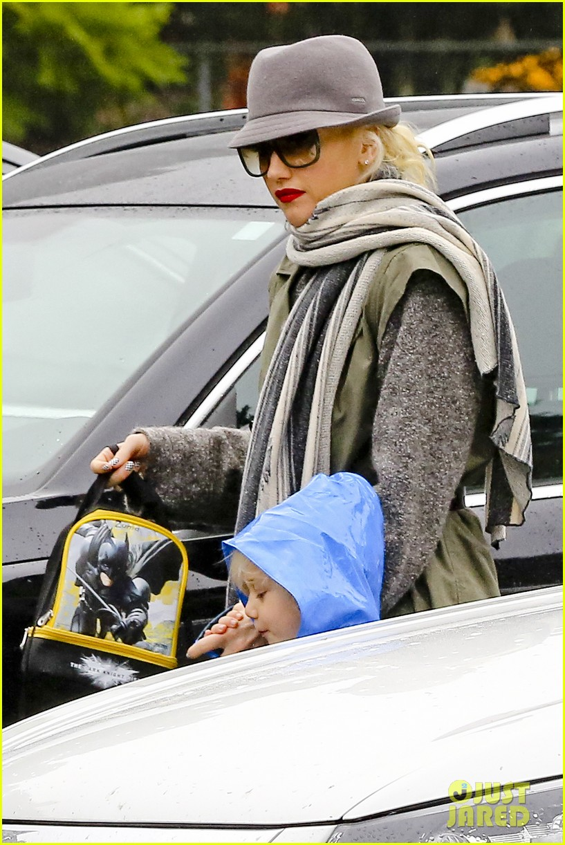 gwen stefani rainy family day 04