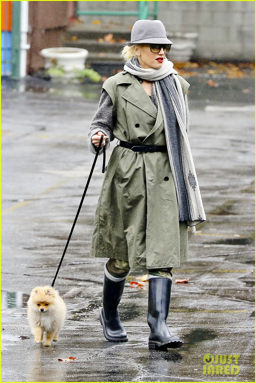 gwen stefani rainy family day 23