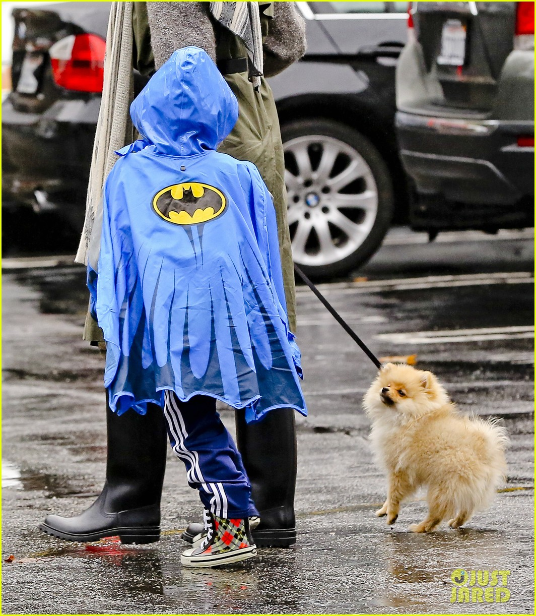 gwen stefani rainy family day 24