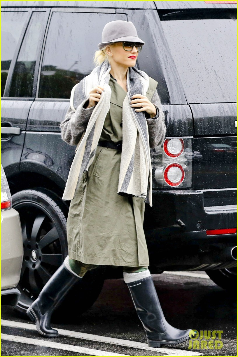 gwen stefani rainy family day 252766094