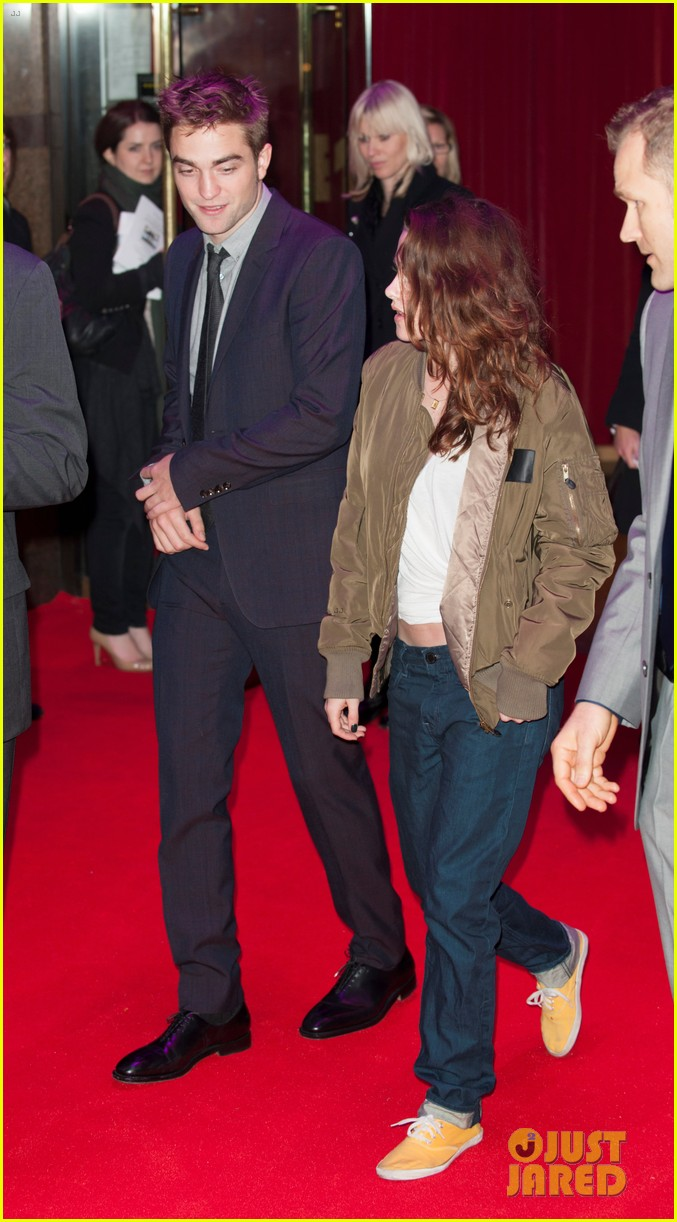 kristen stewart dresses down for uk premiere departure 052757698