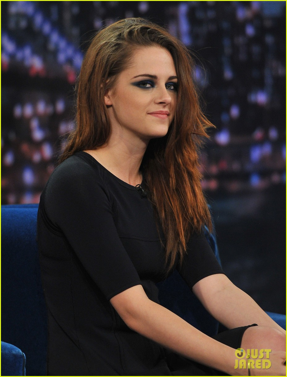 kristen stewart barefoot on late night with jimmy fallon 182752947
