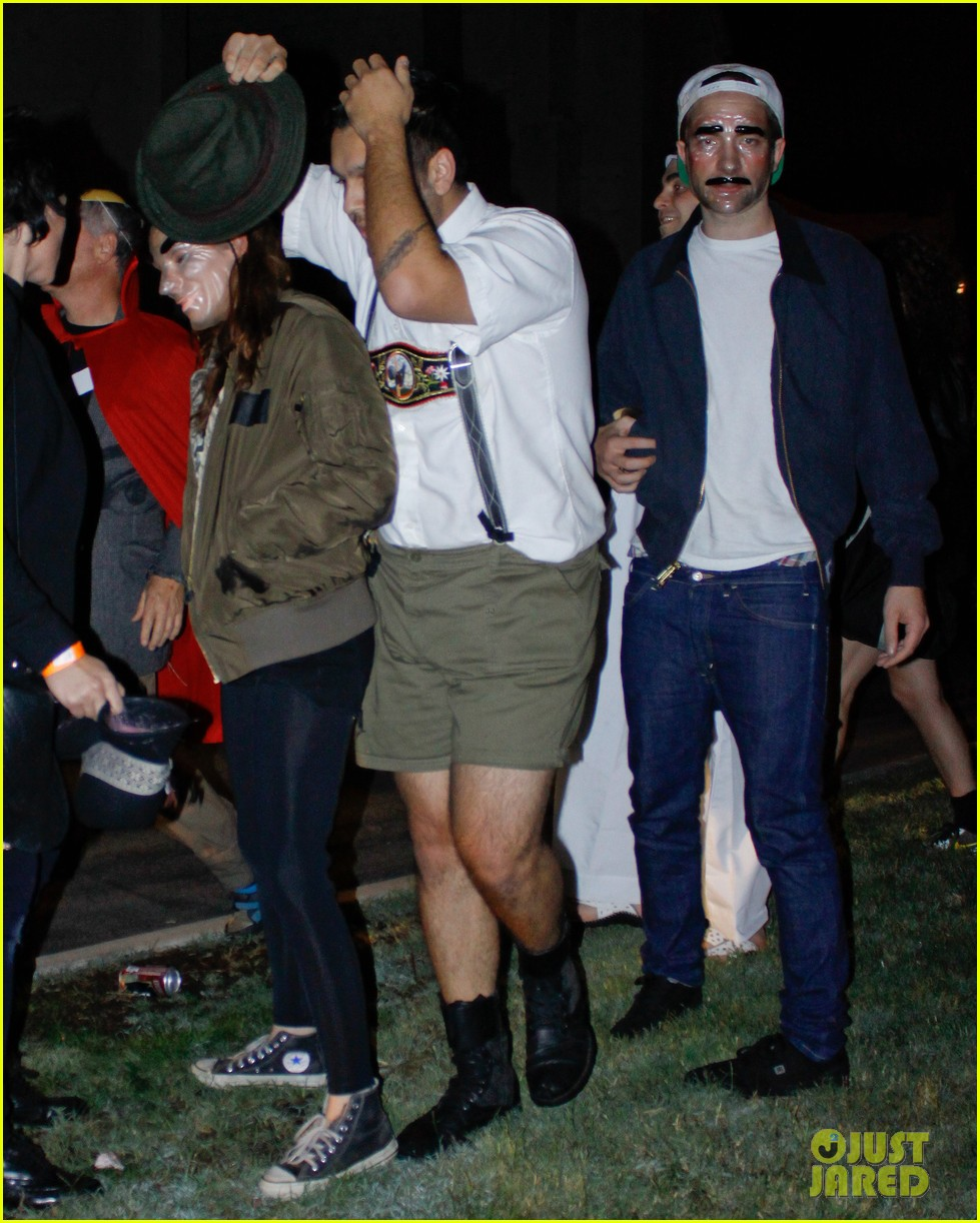 kristen stewart robert pattinson halloween party pair 03