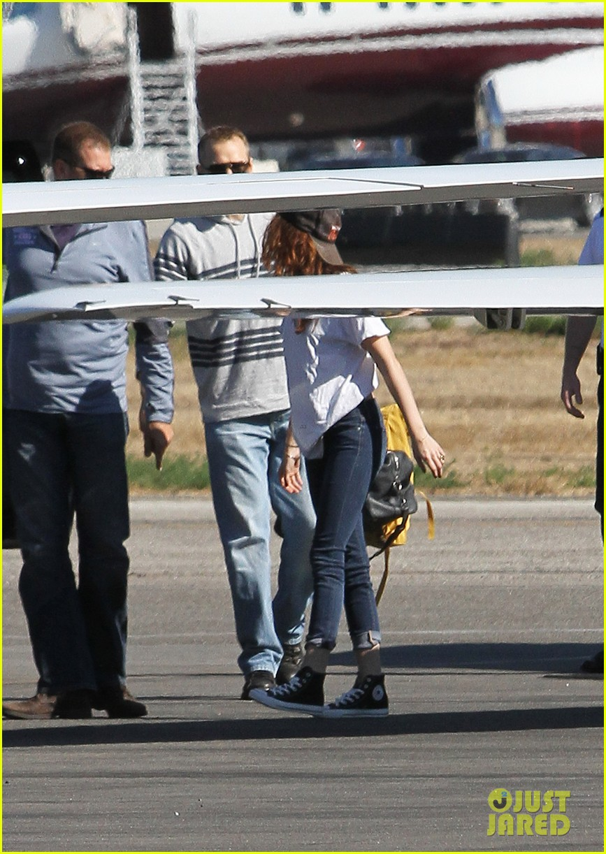 kristen stewart robert pattinson jet out on private plane 13