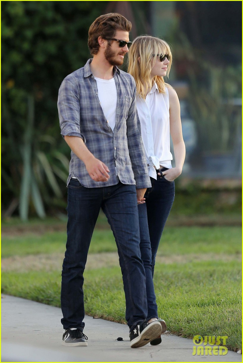emma stone andrew garfield cemetary of the stars tour 01