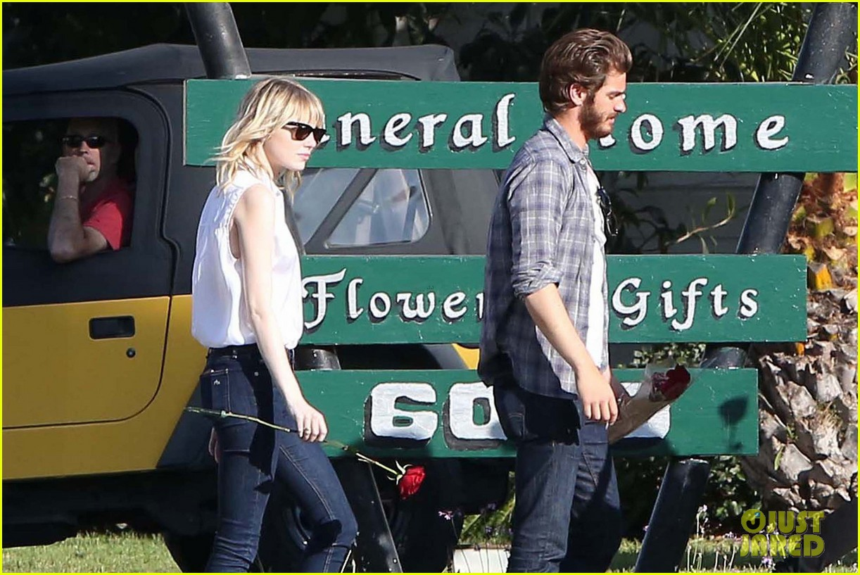 emma stone andrew garfield cemetary of the stars tour 08