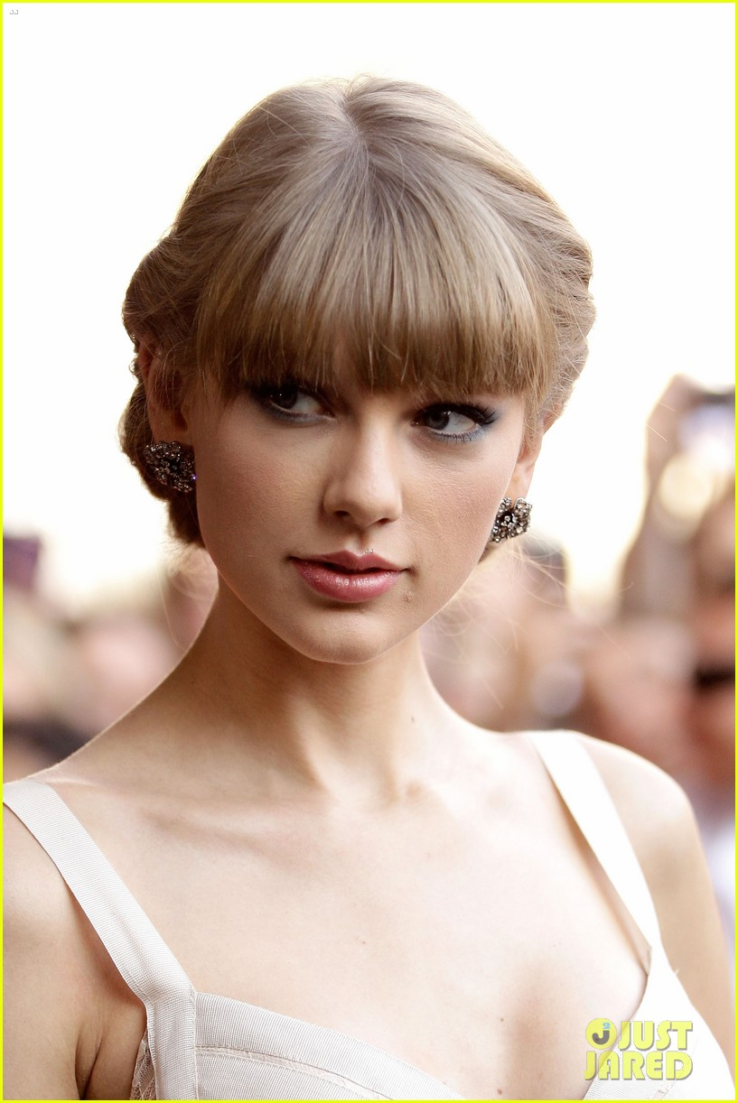 taylor swift aria awards 2012 red carpet 09