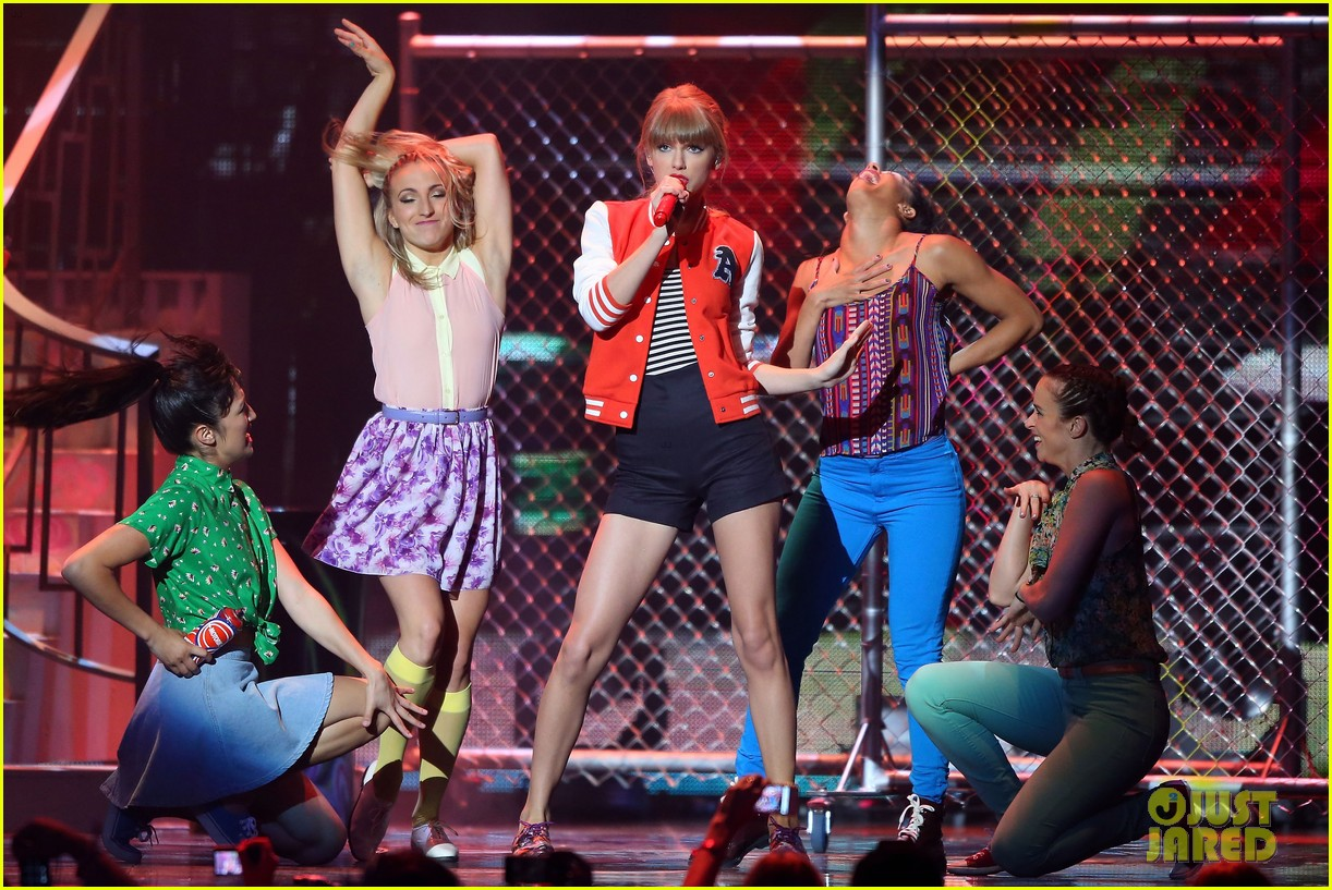 taylor swift i knew you were trouble at 2012 arias watch now 01
