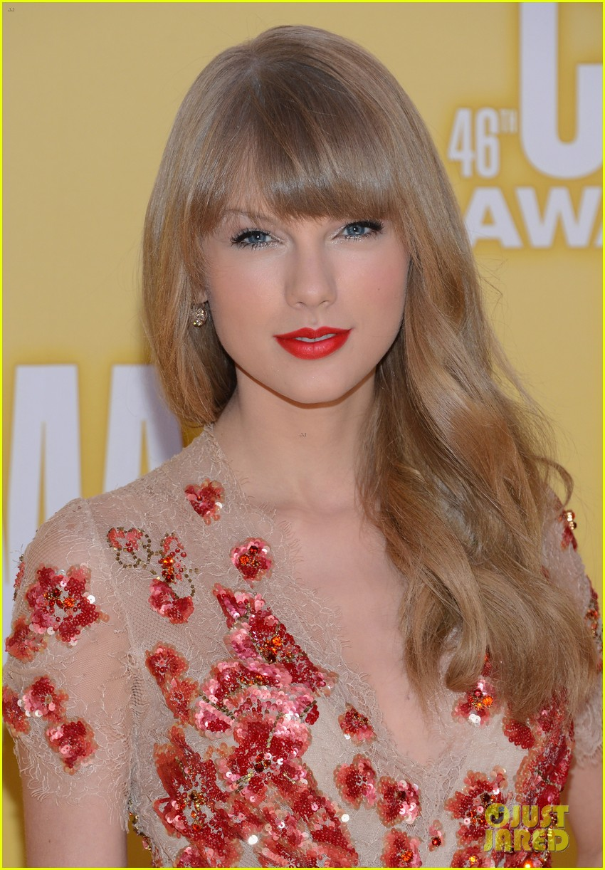 taylor swift cma 2012 red carpet 03