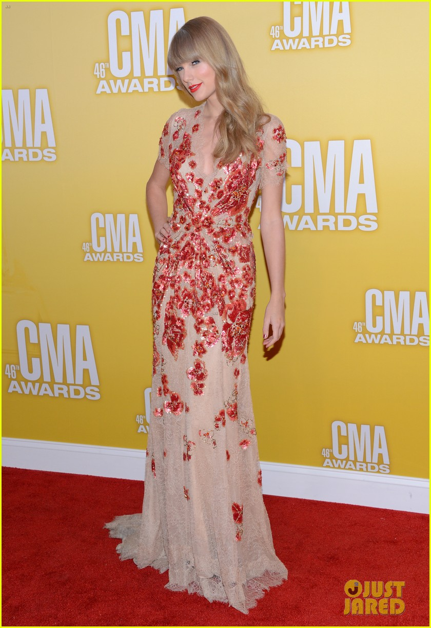 taylor swift cma 2012 red carpet 05