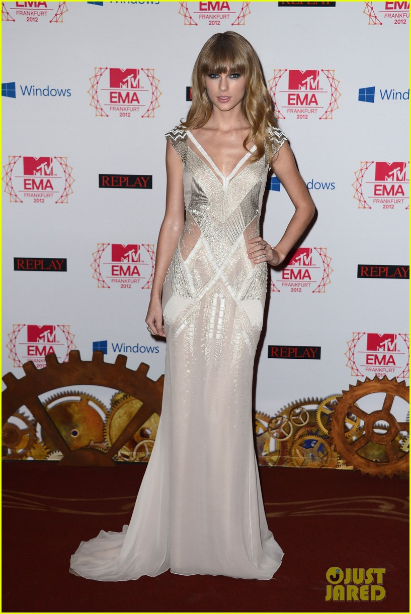 taylor swift lana del rey mtv emas 2012 red carpet 10