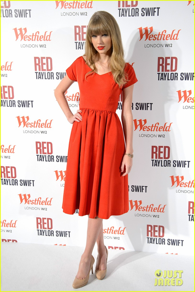 taylor swift westfield london christmas lights ceremony 05