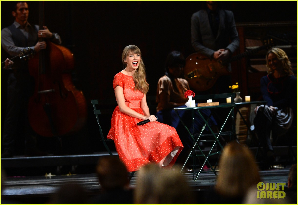 taylor swift live performance cmas 03