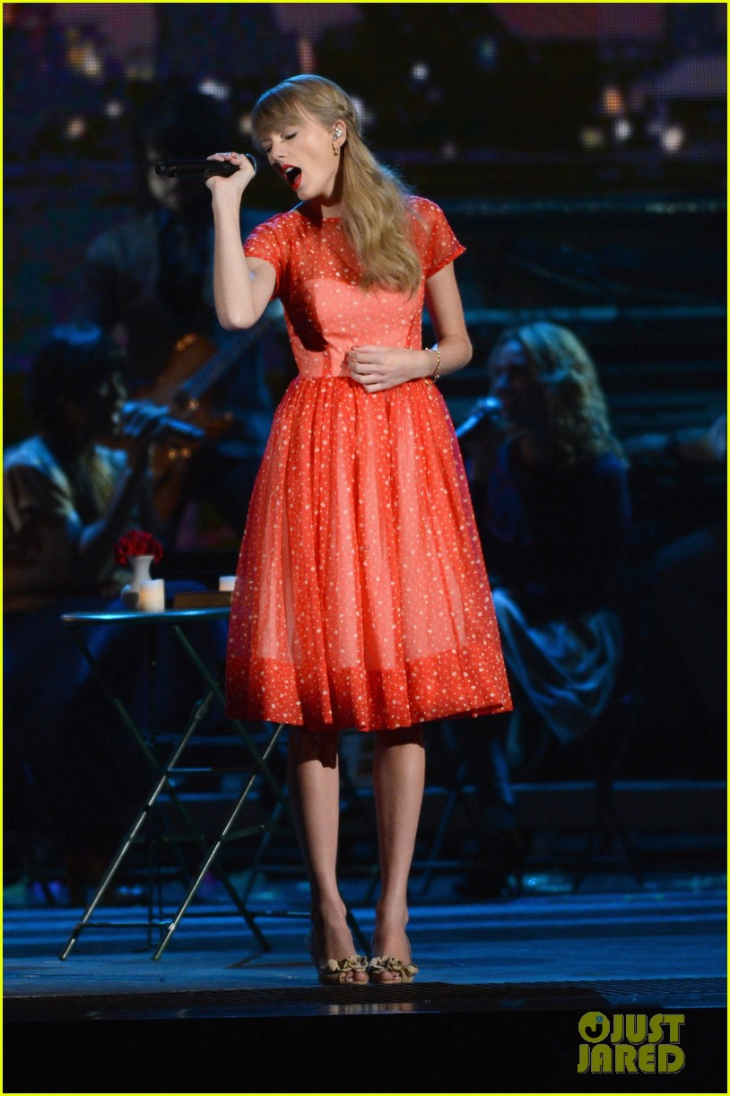 taylor swift live performance cmas 11