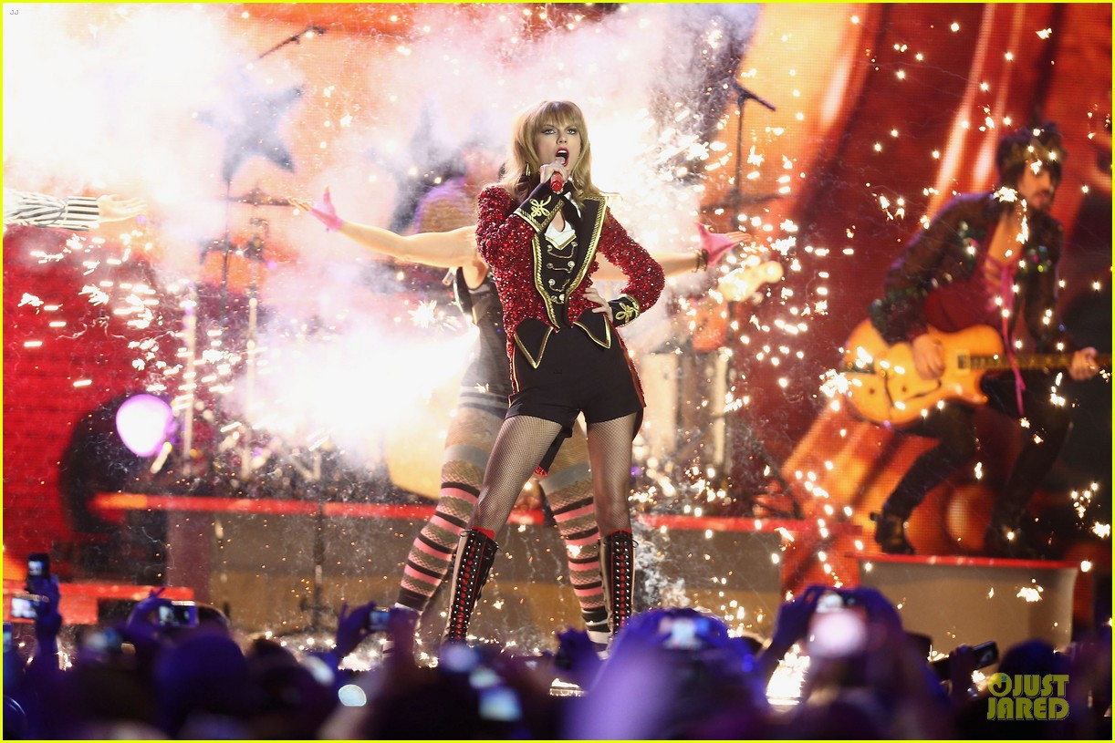 taylor swift mtv emas performance watch now 032755452