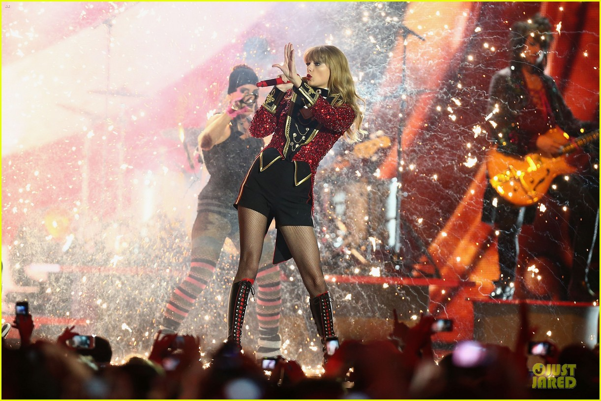 taylor swift mtv emas performance watch now 22