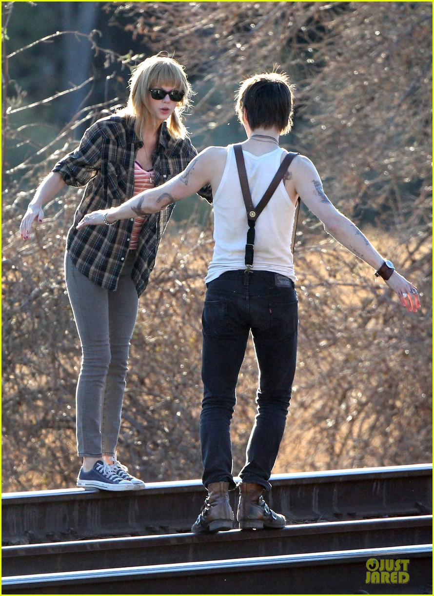 taylor swift piggy back ride on i knew you were trouble set 03
