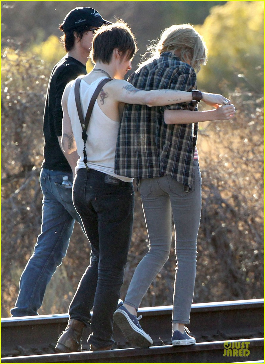 taylor swift piggy back ride on i knew you were trouble set 14
