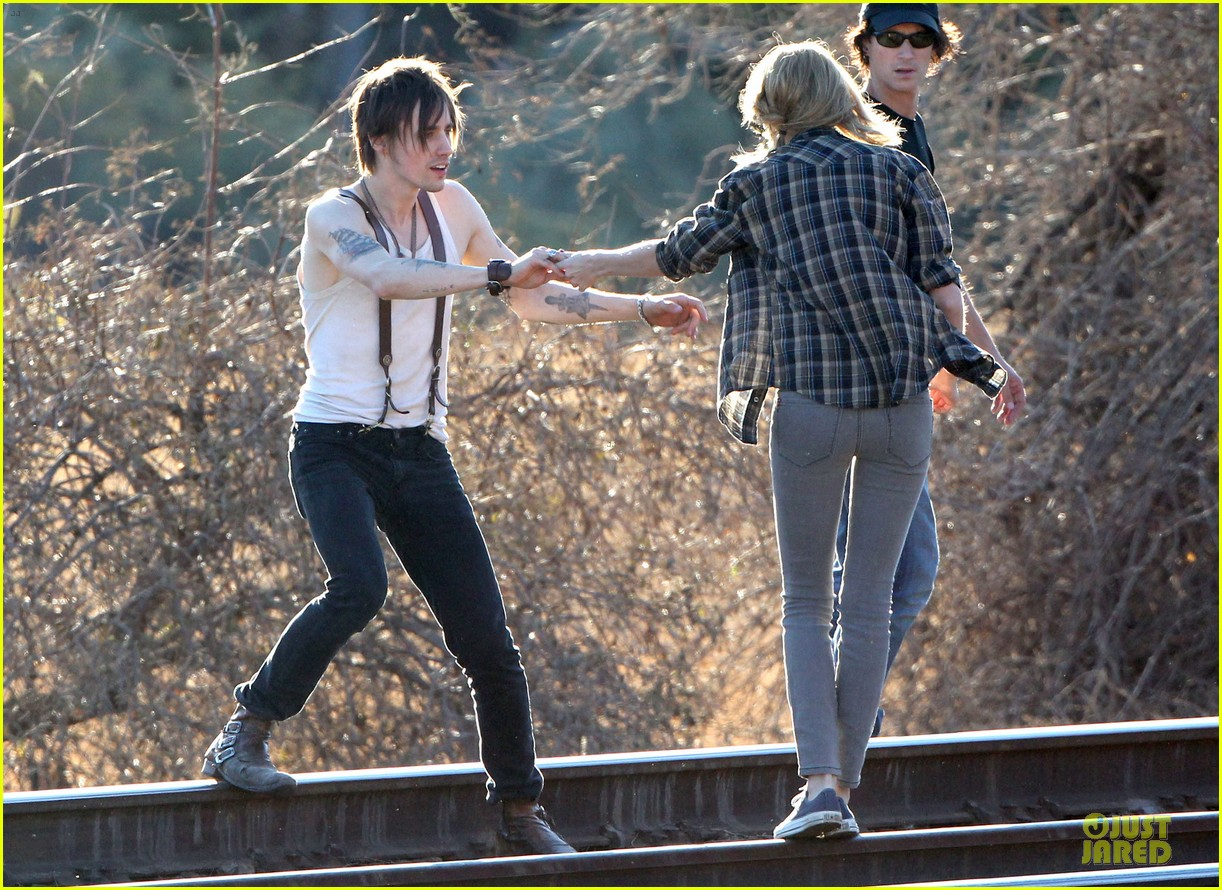 taylor swift piggy back ride on i knew you were trouble set 15