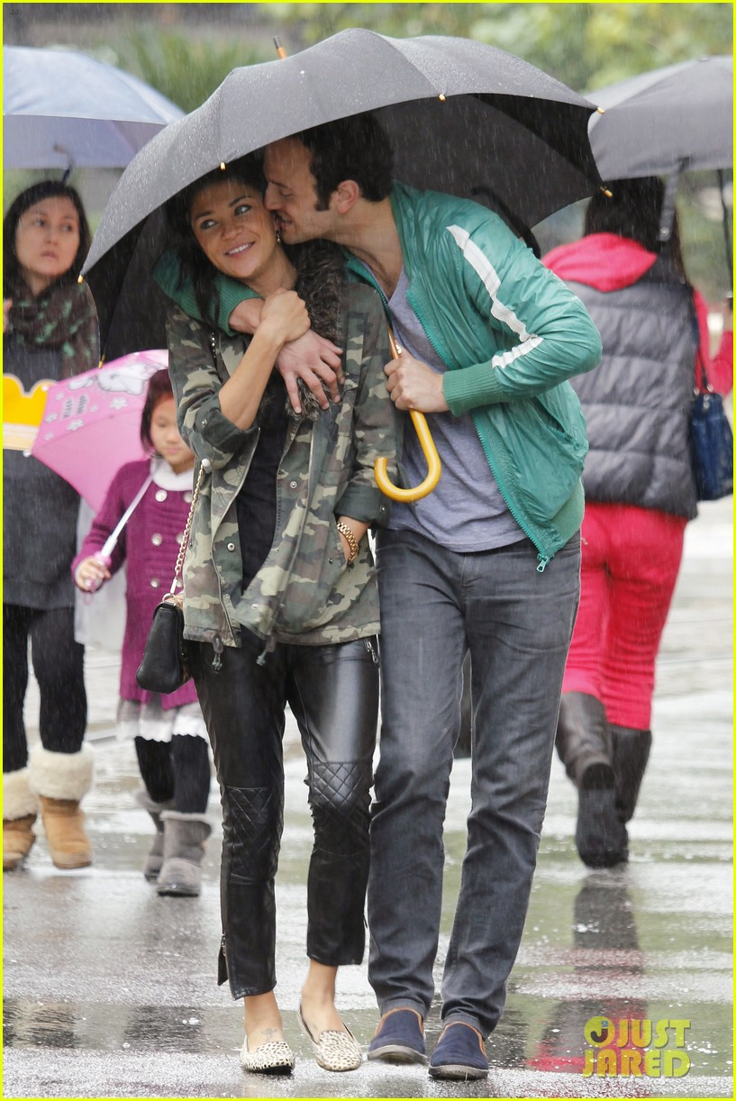 jessica szohr rainy day date with boyfriend 022760050