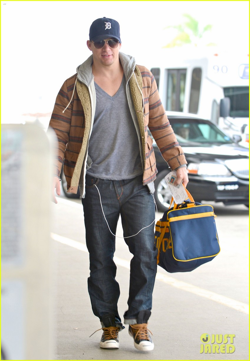 channing tatum flies out of los angeles 05