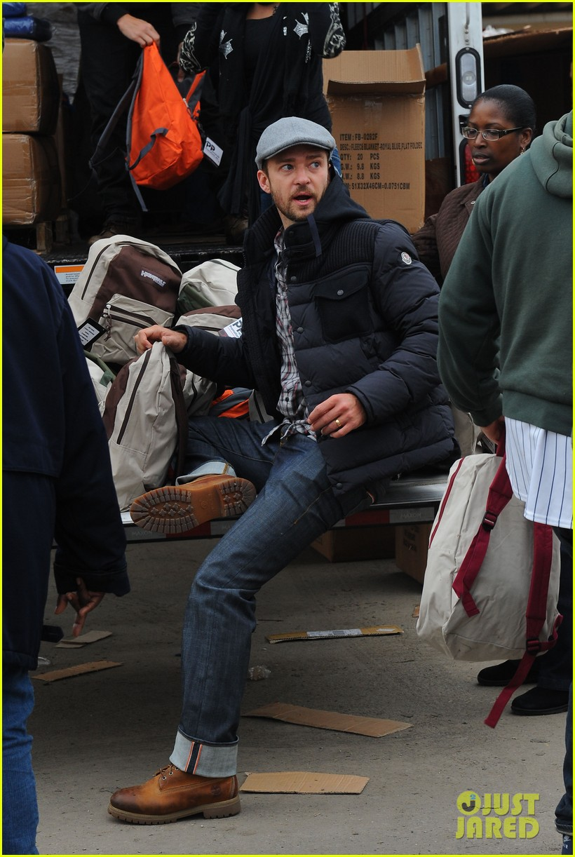 justin timberlake jessica biel hurricane sandy relief workers 08
