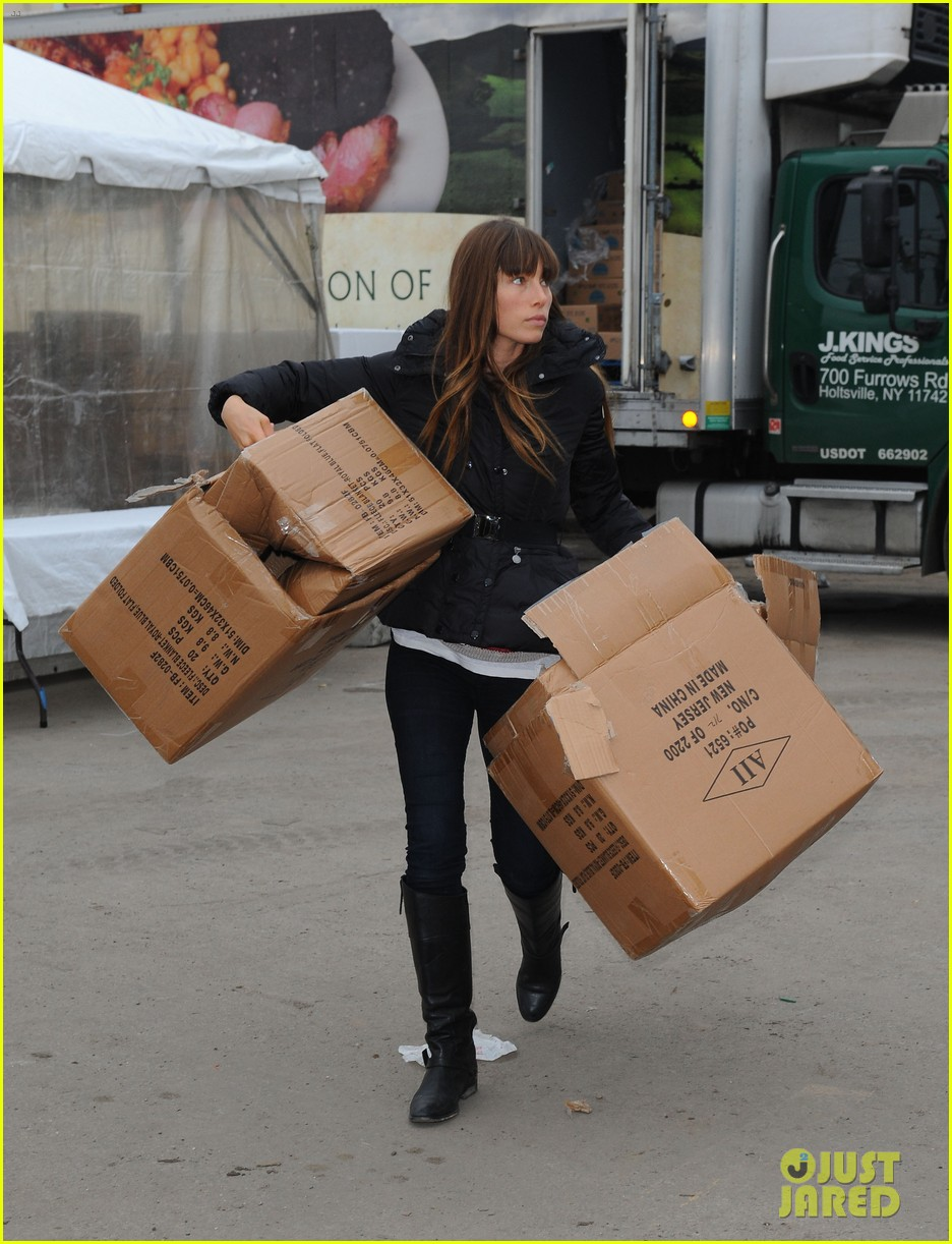 justin timberlake jessica biel hurricane sandy relief workers 102755002