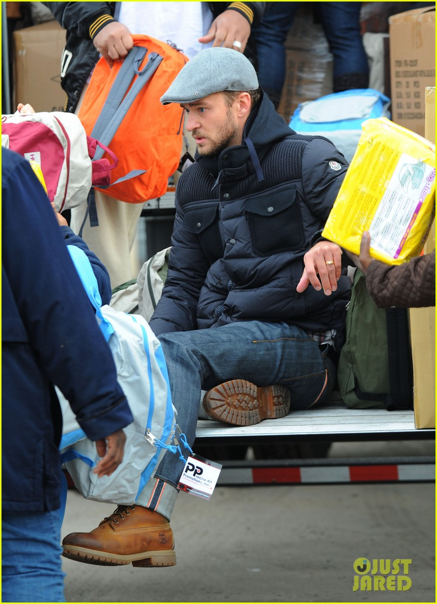 justin timberlake jessica biel hurricane sandy relief workers 19