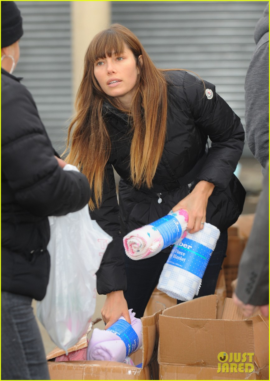 justin timberlake jessica biel hurricane sandy relief workers 292755021