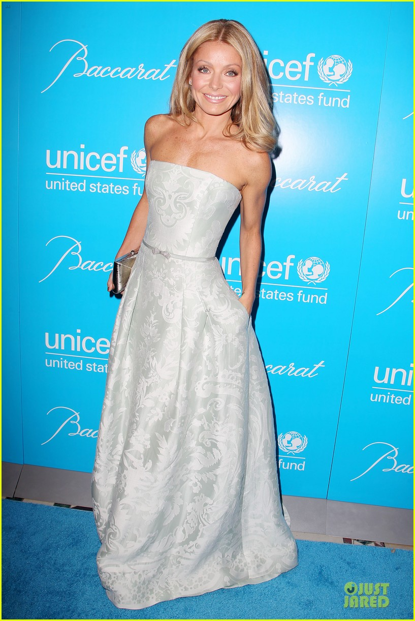 uma thurman kate mara unicef snowflake ball 11