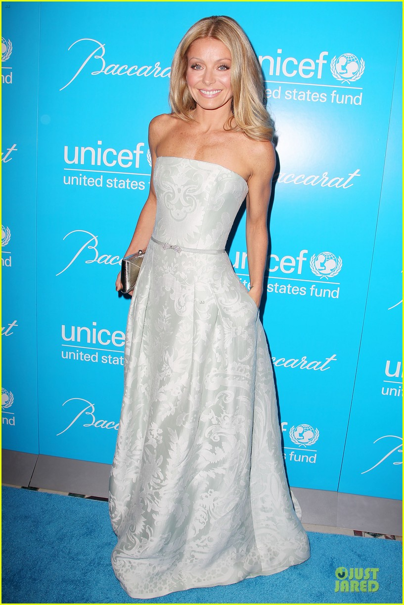 uma thurman kate mara unicef snowflake ball 12