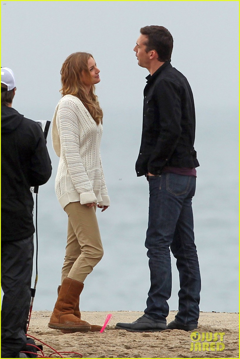 emily vancamp barry sloane revenge kiss in the rain 01