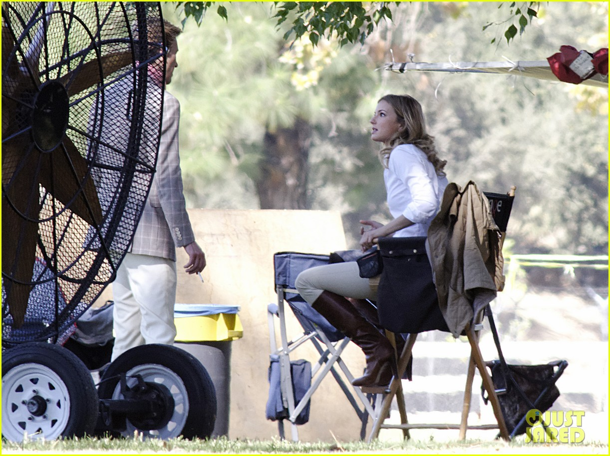 emily vancamp shoots rifle on revenge set 082749153