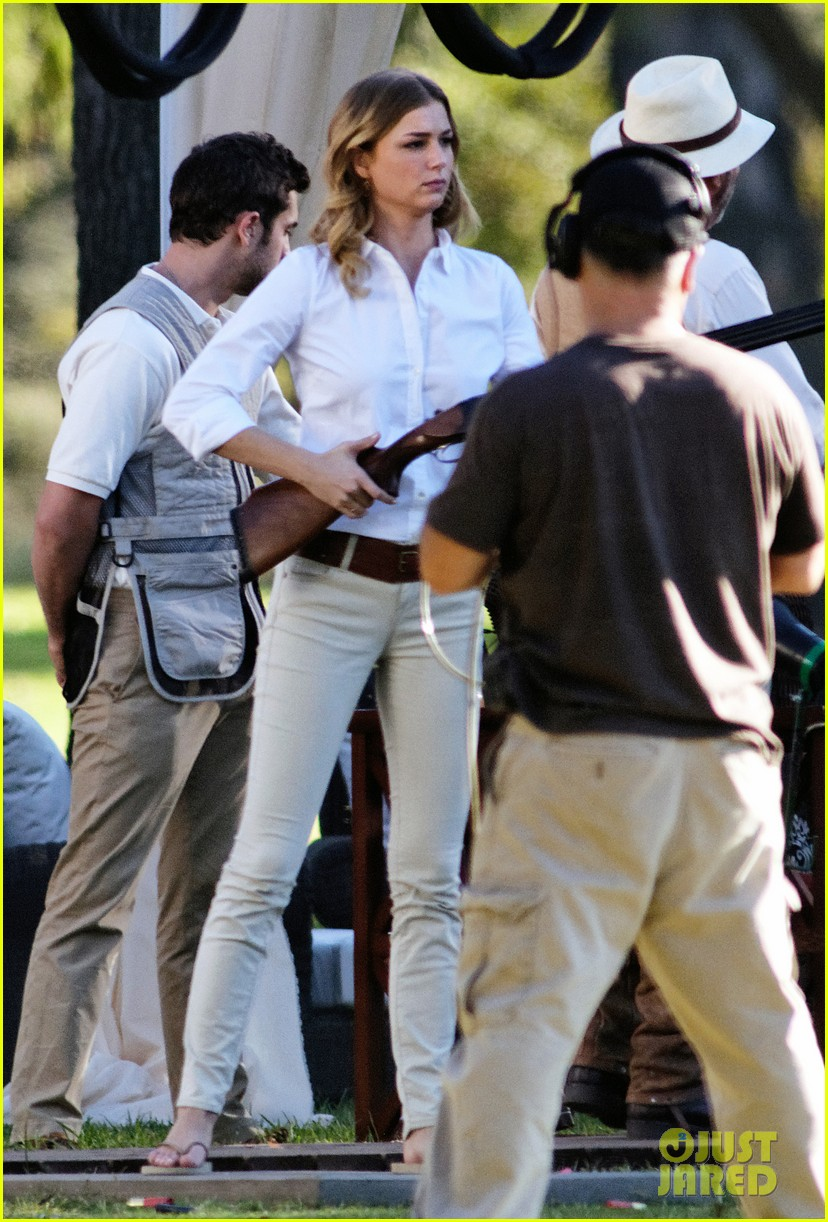 emily vancamp shoots rifle on revenge set 17