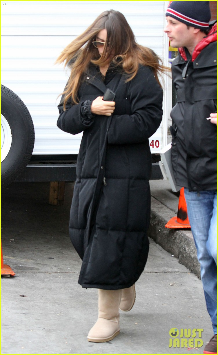 sofia vergara bundles up big apple 09