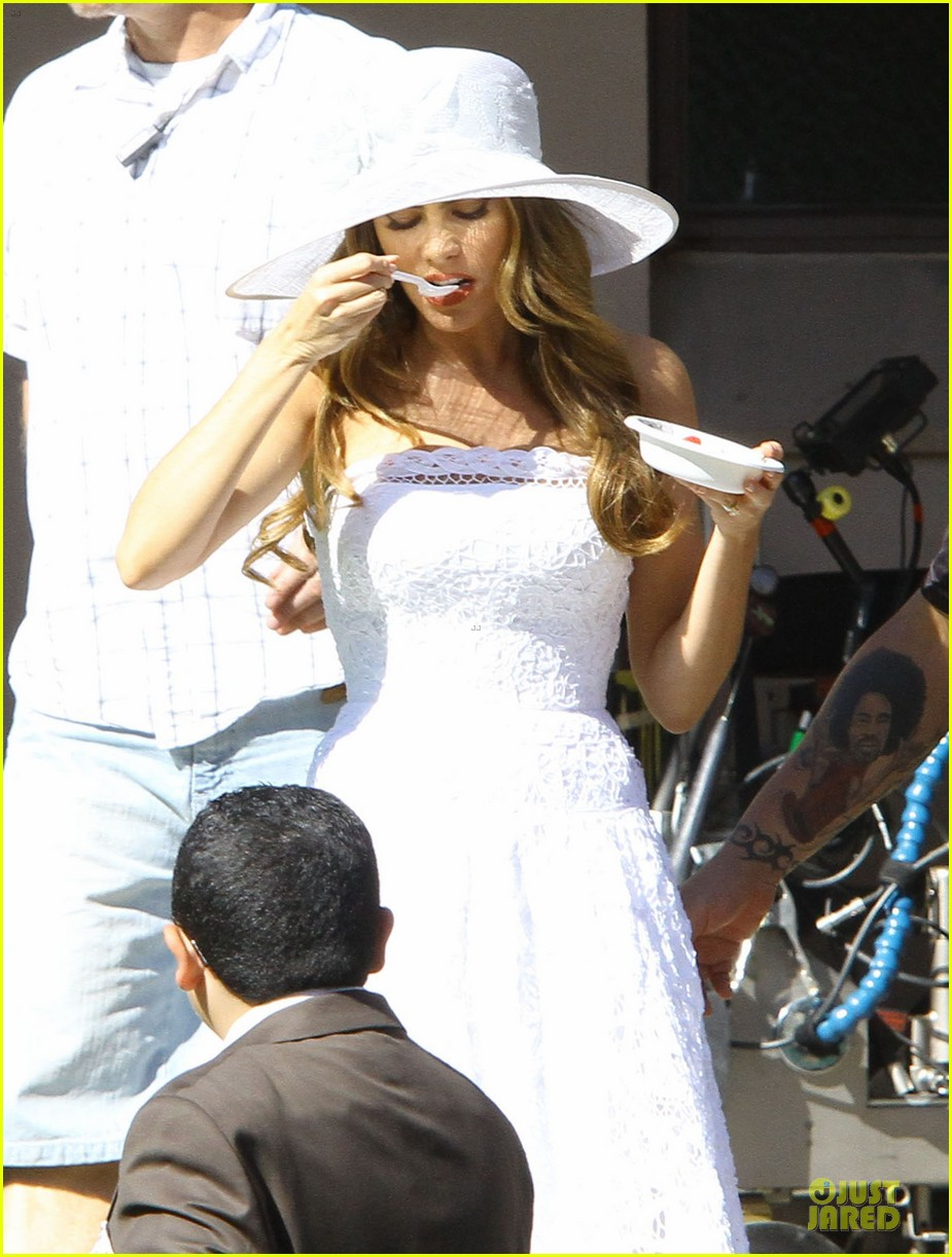 sofia vergara modern family cookie break 14