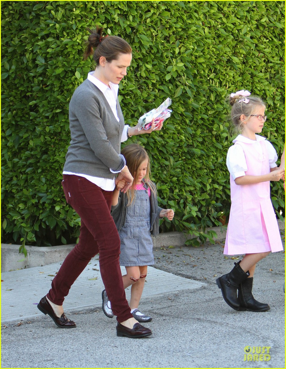jennifer garner voting stop with violet 03