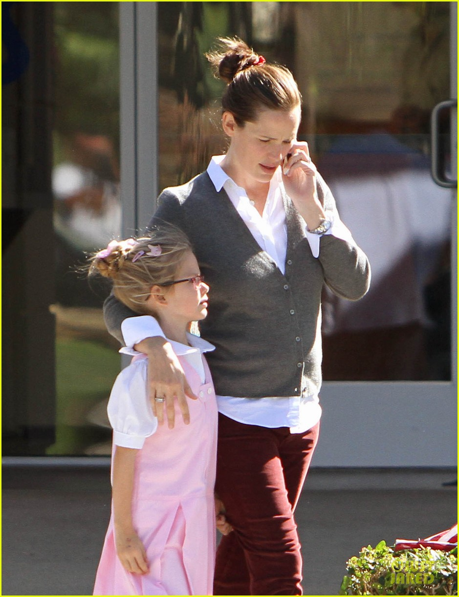 jennifer garner voting stop with violet 202752377