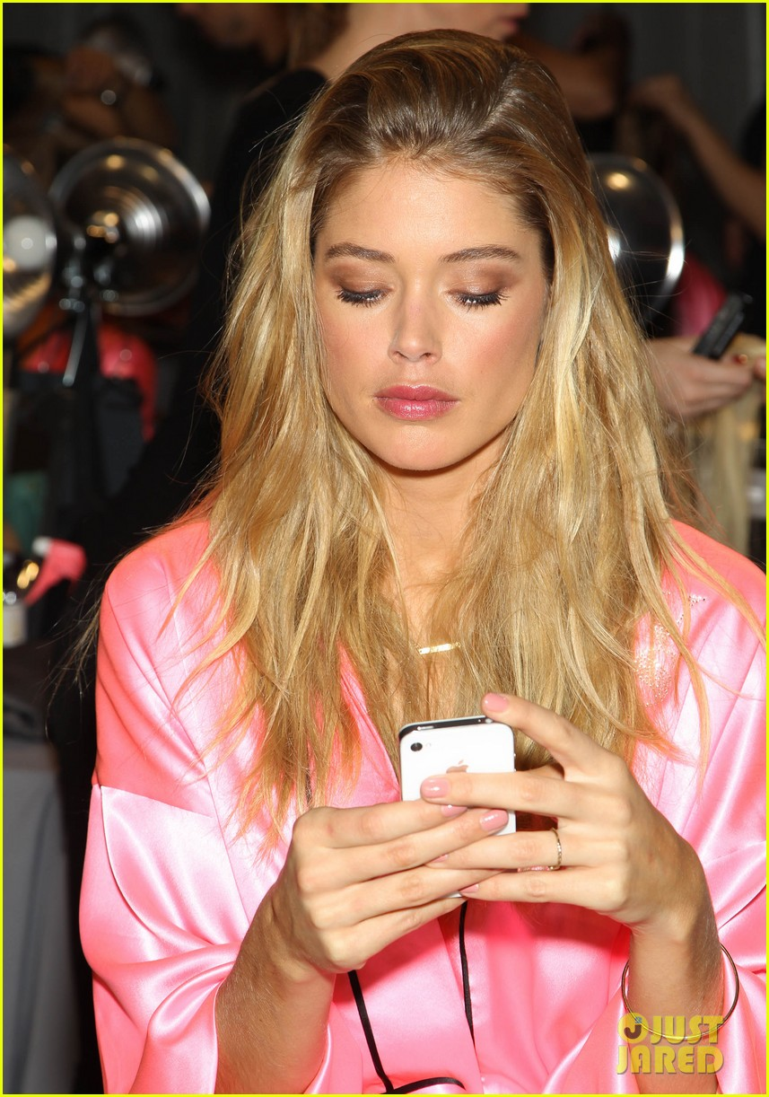 miranda kerr erin heatherton victorias secret fashion show backstage pics 112752656
