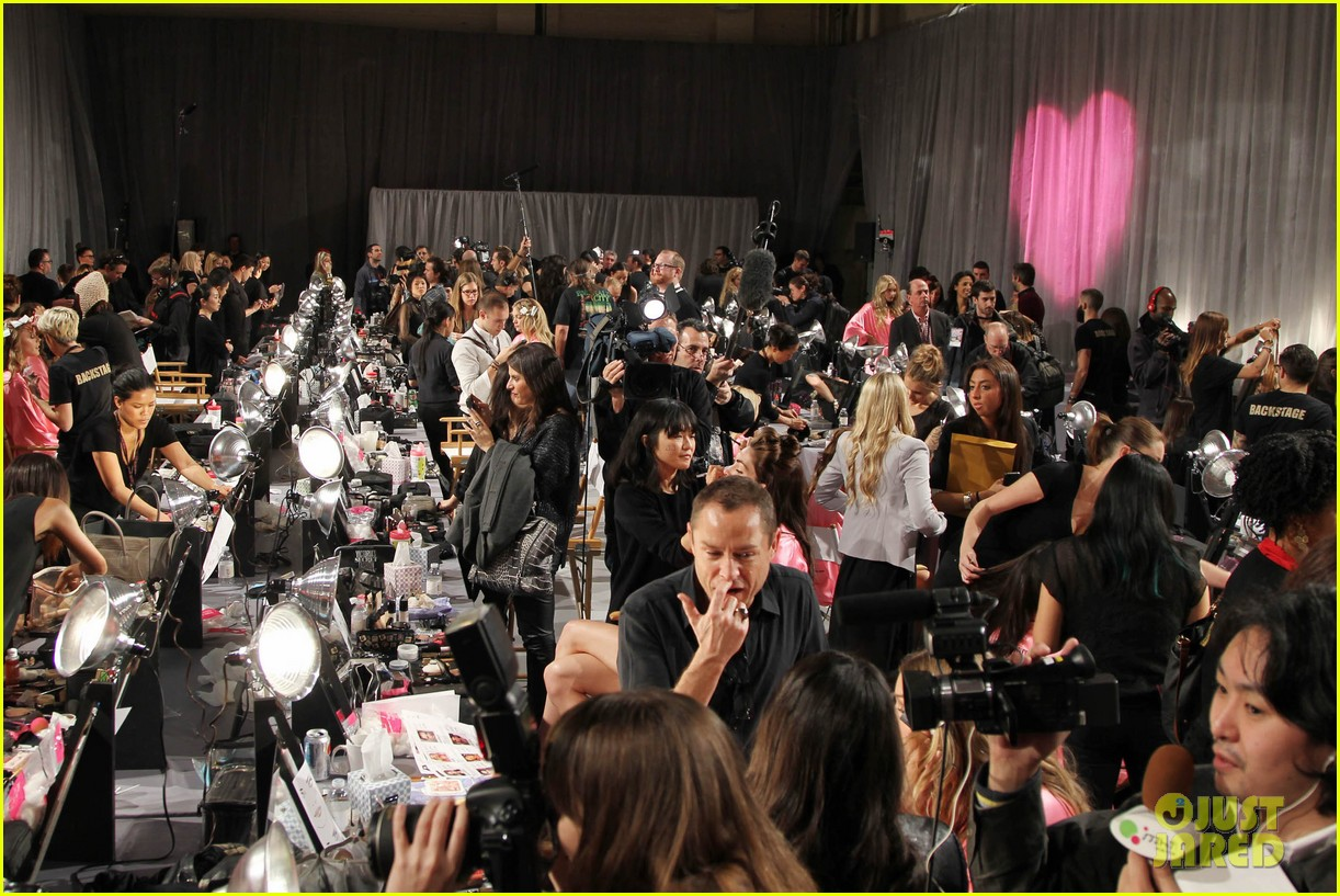 miranda kerr erin heatherton victorias secret fashion show backstage pics 52
