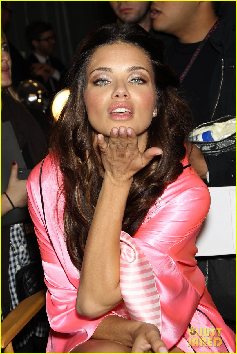 miranda kerr erin heatherton victorias secret fashion show backstage pics 64