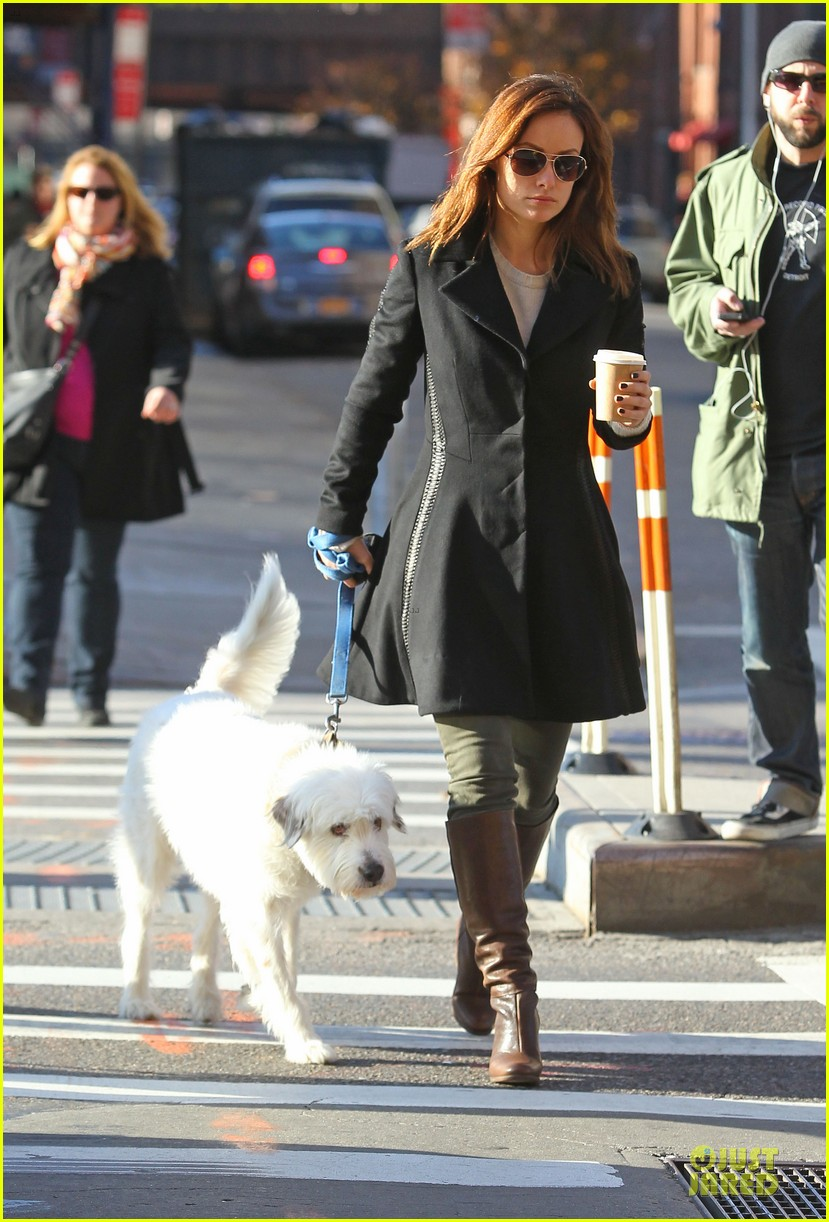 olivia wilde coffee run with paco 08