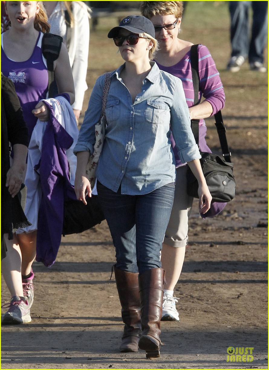 reese witherspoon avas track event with mother betty 092750142