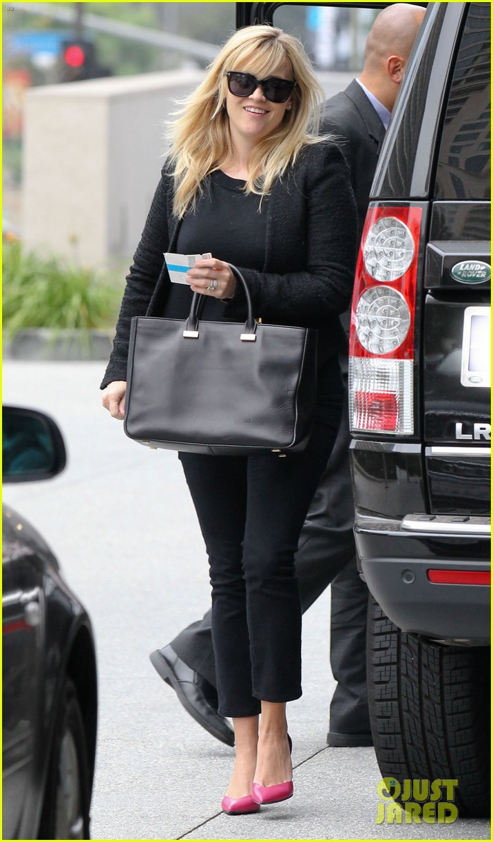 reese witherspoon afternoon business meeting 01