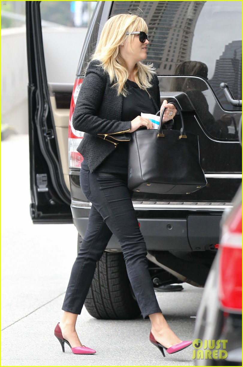 reese witherspoon afternoon business meeting 03