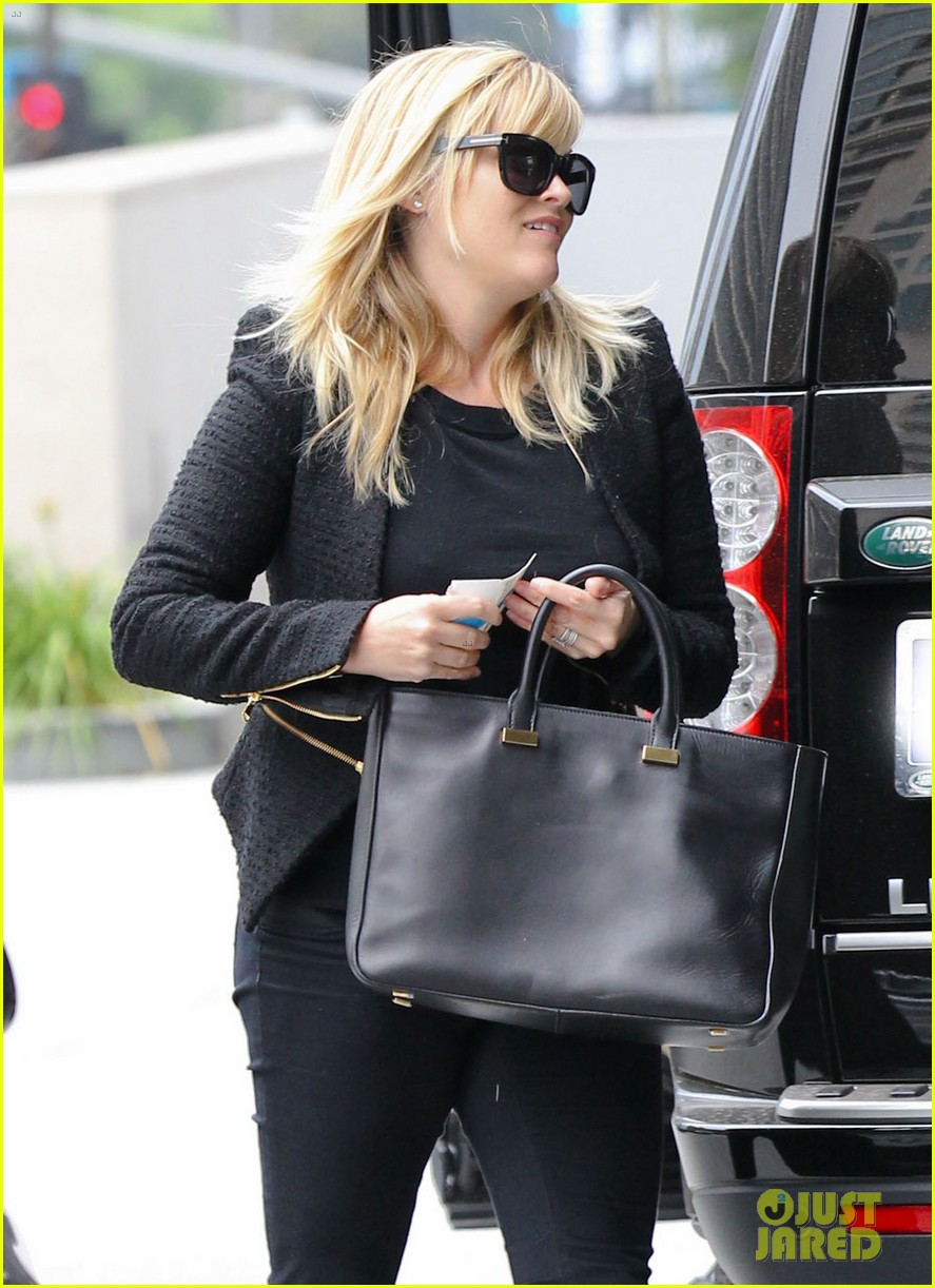 reese witherspoon afternoon business meeting 04