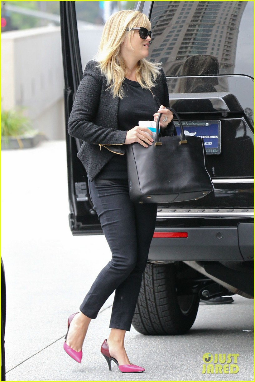 reese witherspoon afternoon business meeting 08